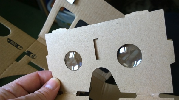 The all important lens section - the plastic lenses are held in place by folds of cardboard in front and behind....