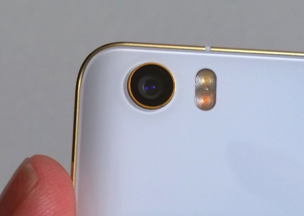 Xiaomi Mi Note Pro - the slippery flagship - the 13MP rear camera and two-tone LED flash