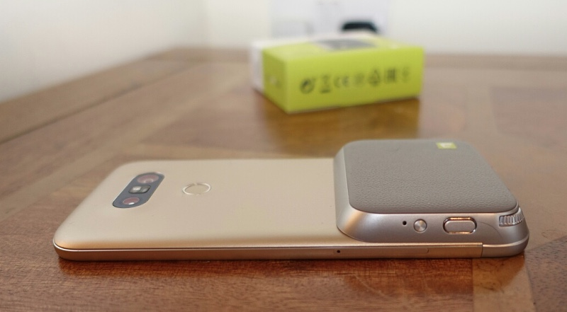 The LG CamPlus accessory, installed