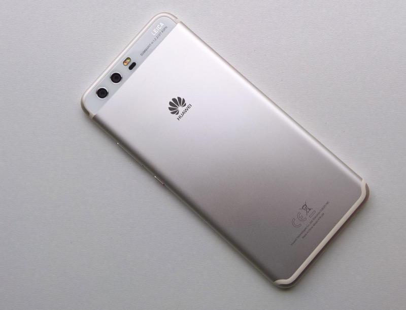 Huawei P10 review - back, smooth metal on the whole...